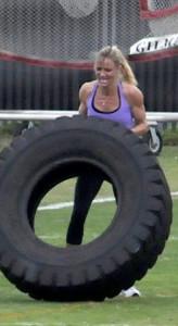 Cameron Diaz Exercising and Flexing Her Guns
