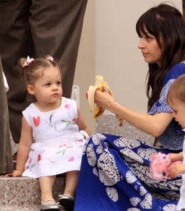 Nicole Richie feeds her daughter Harper a banana