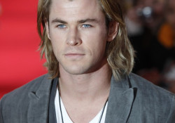 Chris Hemsworth is friggin' sexy!