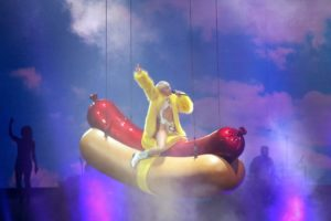 Miley Cyrus riding hot dog