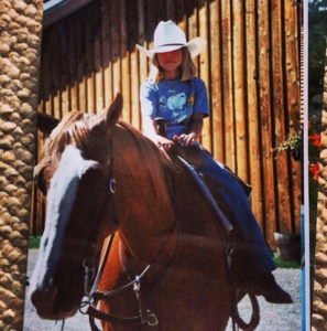 gigi-eats-riding-horse
