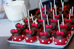 Minnie Mouse Caramel Apples