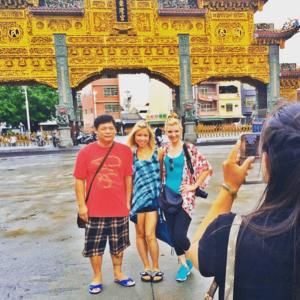 GiGi-Tara-Taiwan-Posing-DongLong-Temple