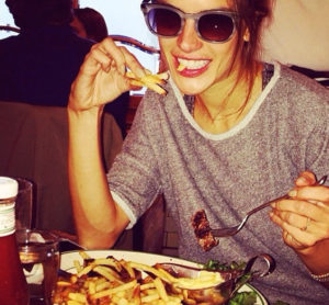 alessandra ambrosio eating